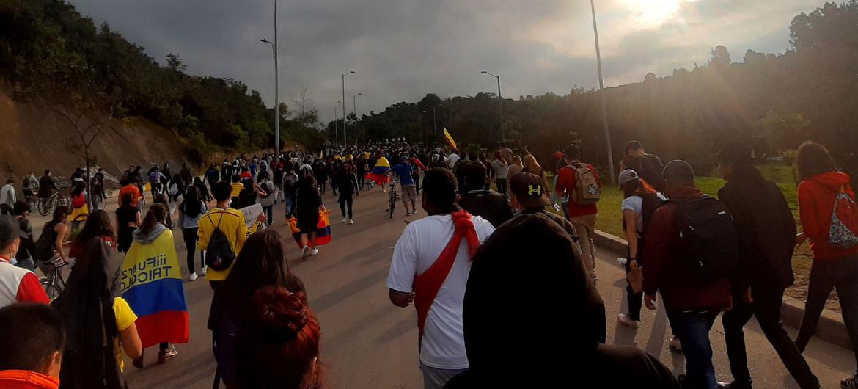 COVID-19: Es inaceptable que los trabajadores sanitarios sufran violencia durante las protestas en Colombia