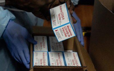 Mientras las muertes por COVID-19 aumentan, solo el 16,6% de la población de América Latina está vacunada