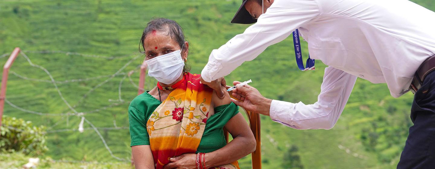 Vacunas contra la COVID-19: ¿Se puede conseguir la equidad en un contexto de desigualdad con millones de personas vulnerables?